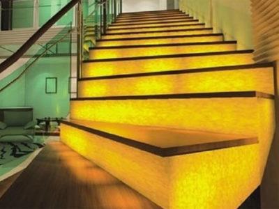 độc đáo với đá xuyên sáng ốp cầu thang