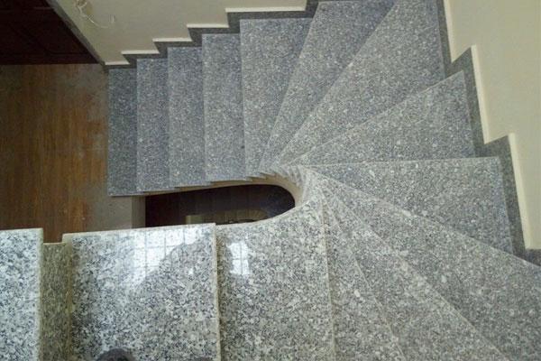 kinh nghiệm chọn đá ốp cầu thang phù hợp