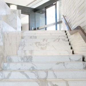 nhưng lưu ý khi chọn đá marble ốp cầu thang