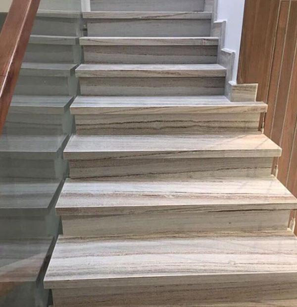 có nên ốp cầu thang bằng đá nhân tạo không